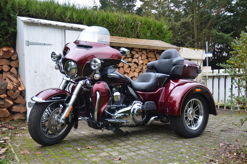 essai harley davidson trike tri glide d tails. Black Bedroom Furniture Sets. Home Design Ideas
