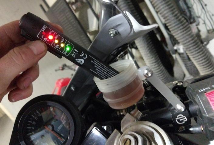 Testeur Rothewald de liquide de frein (DOT) S1-testeur-rothewald-de-liquide-de-frein-l-essai-576868
