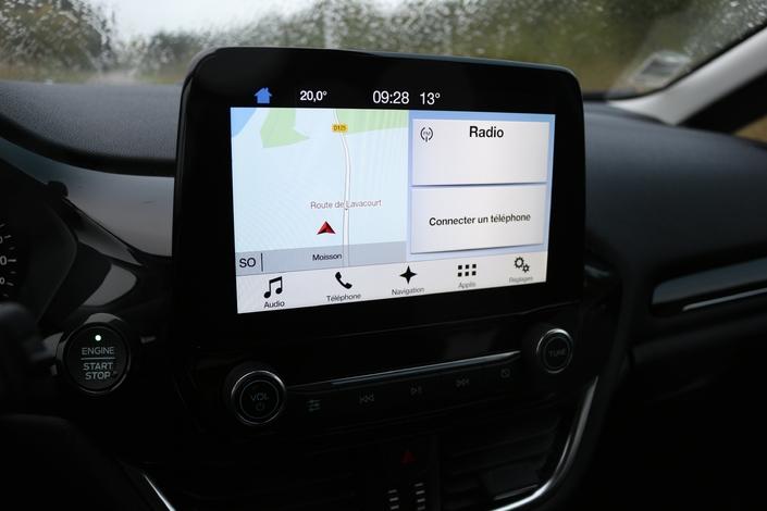 Les nombreux boutons ont disparu au profit d'un écran tactile performant, ici en version 8''.