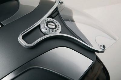 Jet Caberg Uno : le premier casque coupé -cabriolet de l'histoire !