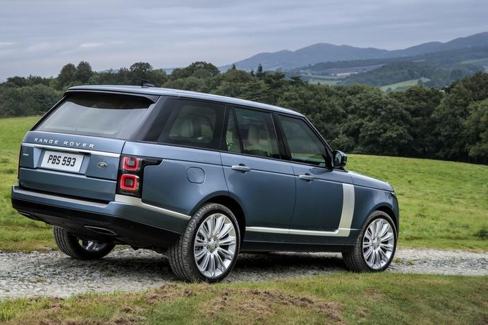 Range Rover: petit coup de jeune et version hybride rechargeable