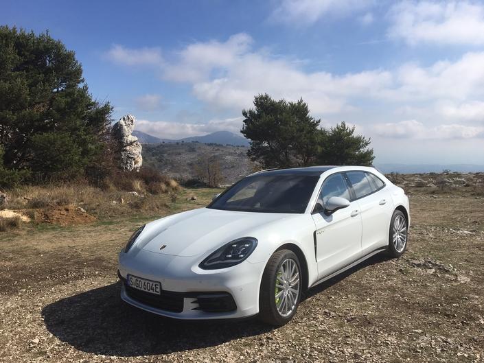 Nouvelle Porsche Panamera Sport Turismo : premières images de l'essai et impressions de conduite