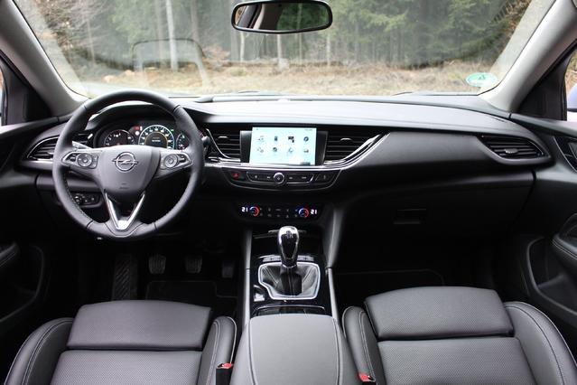 Le cockpit est classique mais ergonomique et bien fini.