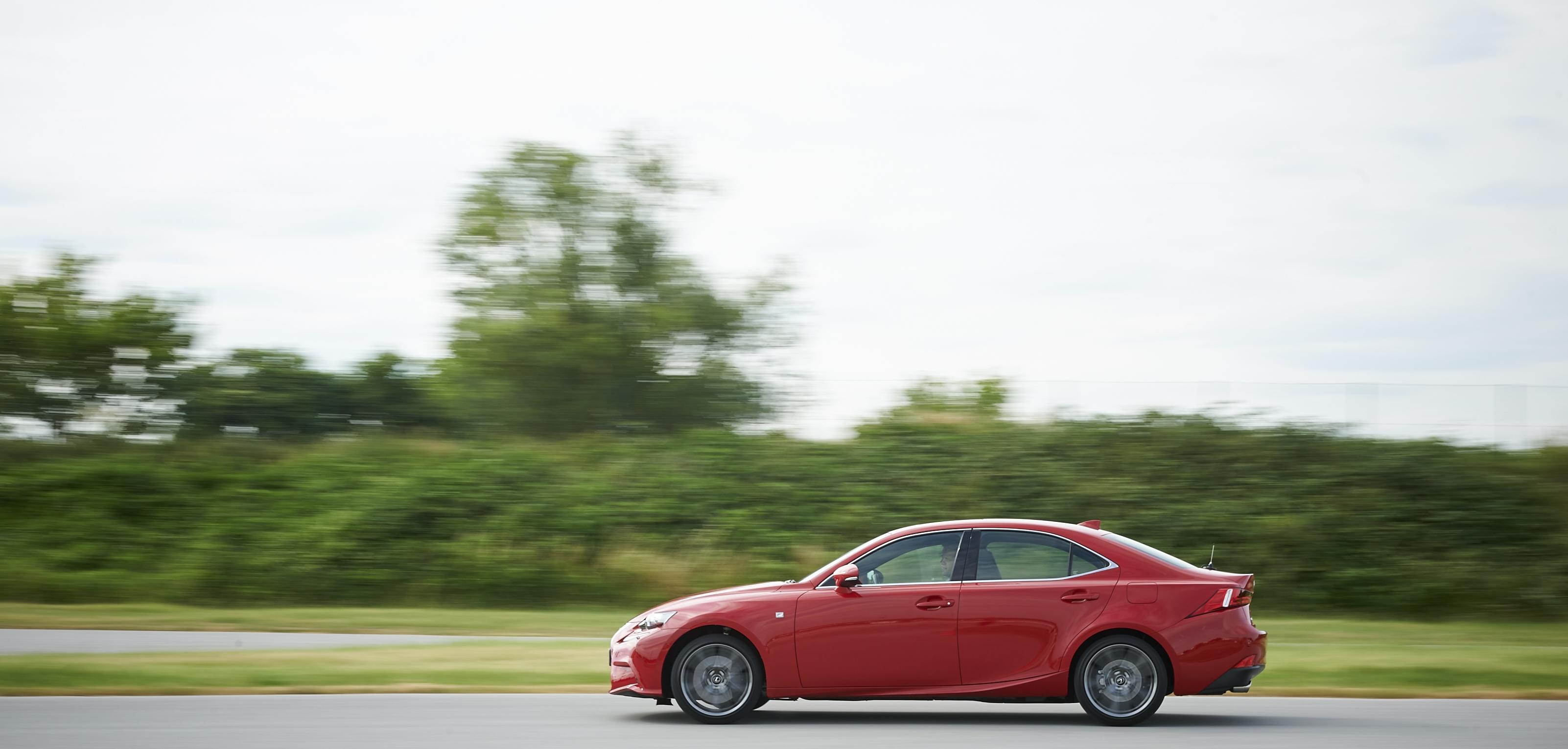 [Image: S0-Un-2-0l-de-245-ch-pour-la-Lexus-IS-357171.jpg]