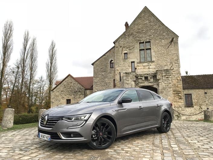 Coup de mou pour la Talisman (-40%!). La familiale Renault souffre manifestement de l'arrivée de la spectaculaire Peugeot 508, dans un contexte où la « berline de papa » voit sa cote s'effriter au profit des SUV familiaux.