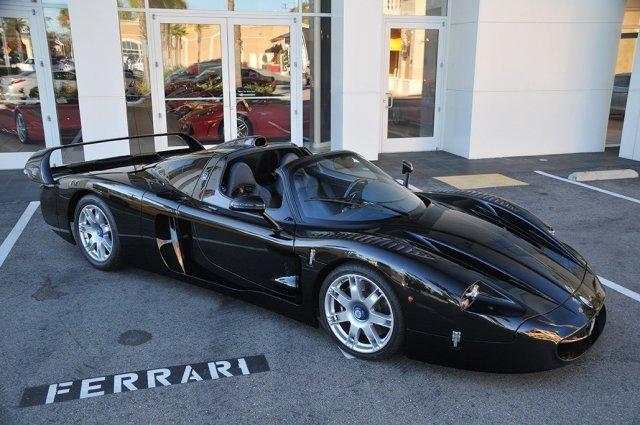 La seule Maserati MC12 noire est à vendre