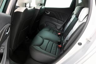 Comparatif statique vidéo - Ford Fiesta vs Renault Clio : haute couture