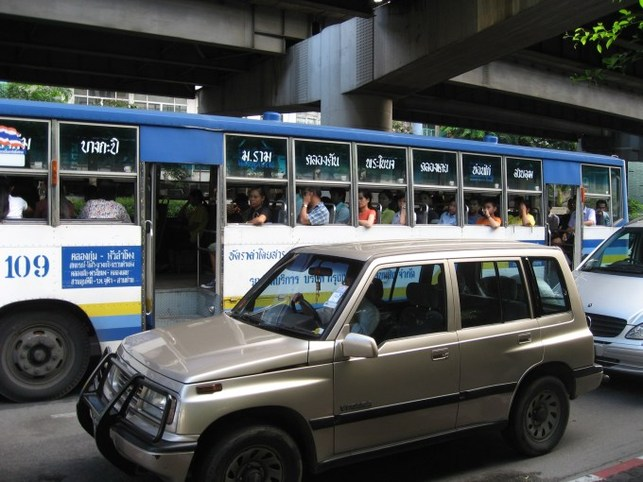 Bus et métro à Bangkok : Superbus et Sky-train, mes héros !