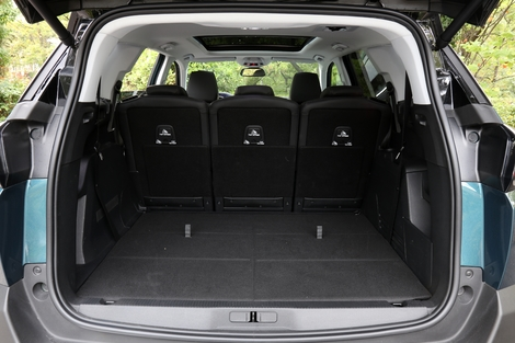 comparatif vid o peugeot 5008 2017 vs volkswagen tiguan allspace le match des champions. Black Bedroom Furniture Sets. Home Design Ideas