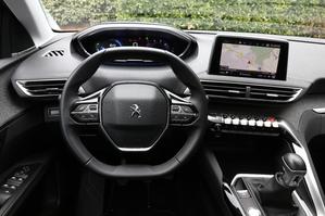 Comparatif vidéo - Peugeot 5008 (2017) vs Volkswagen Tiguan Allspace : le match des champions