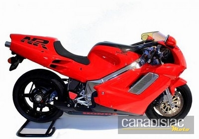Des motos, bien sûr...