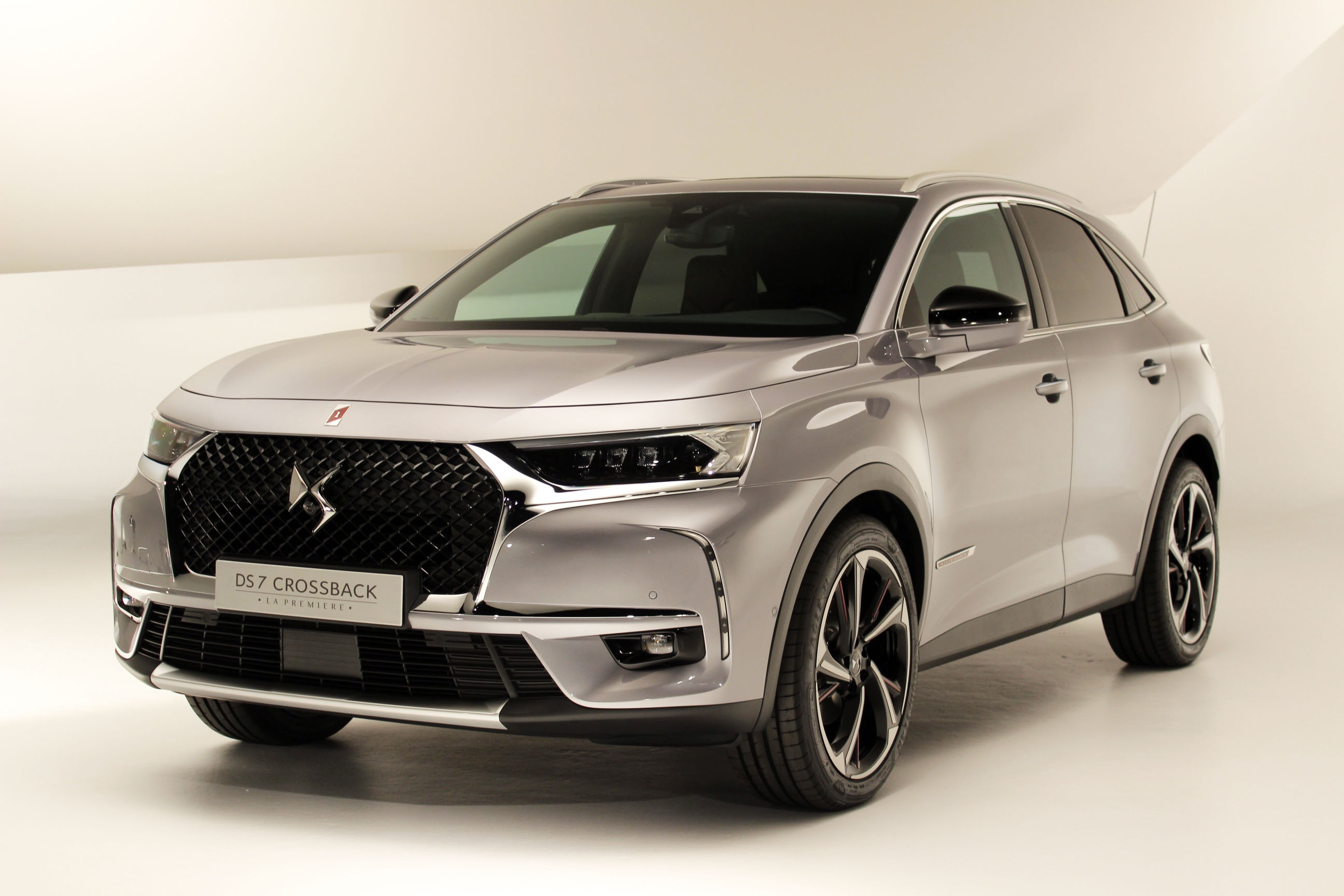 S0 presentation video ds7 crossback