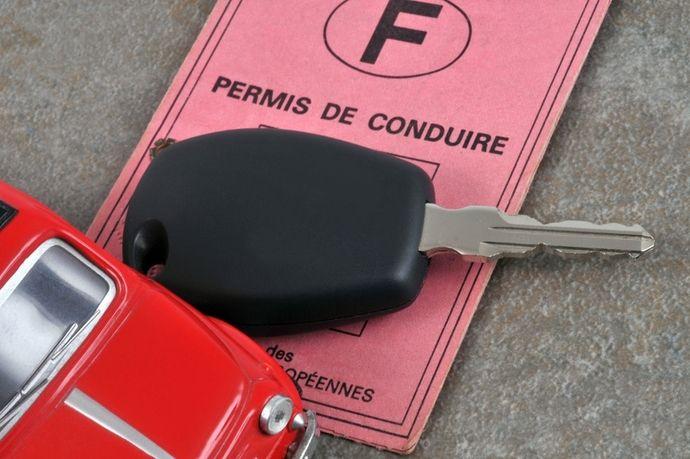 Peut-on être assuré en roulant sans permis ?