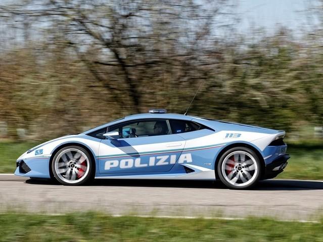 Lamborghini donne une Huracan à la police italienne