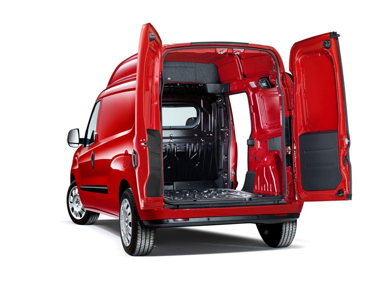 nouveaux fiat dobl cargo maxi xl et scudo cabine approfondie. Black Bedroom Furniture Sets. Home Design Ideas