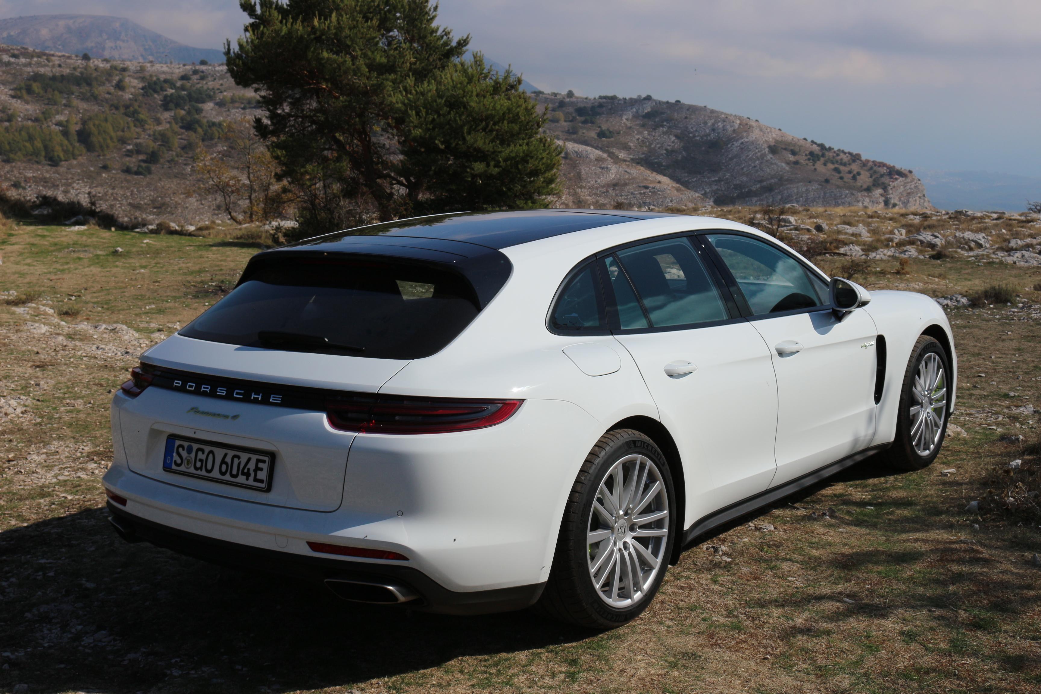 Essai vid o porsche panamera sport turismo coffre jouer - Porsche panamera 5 portes ...