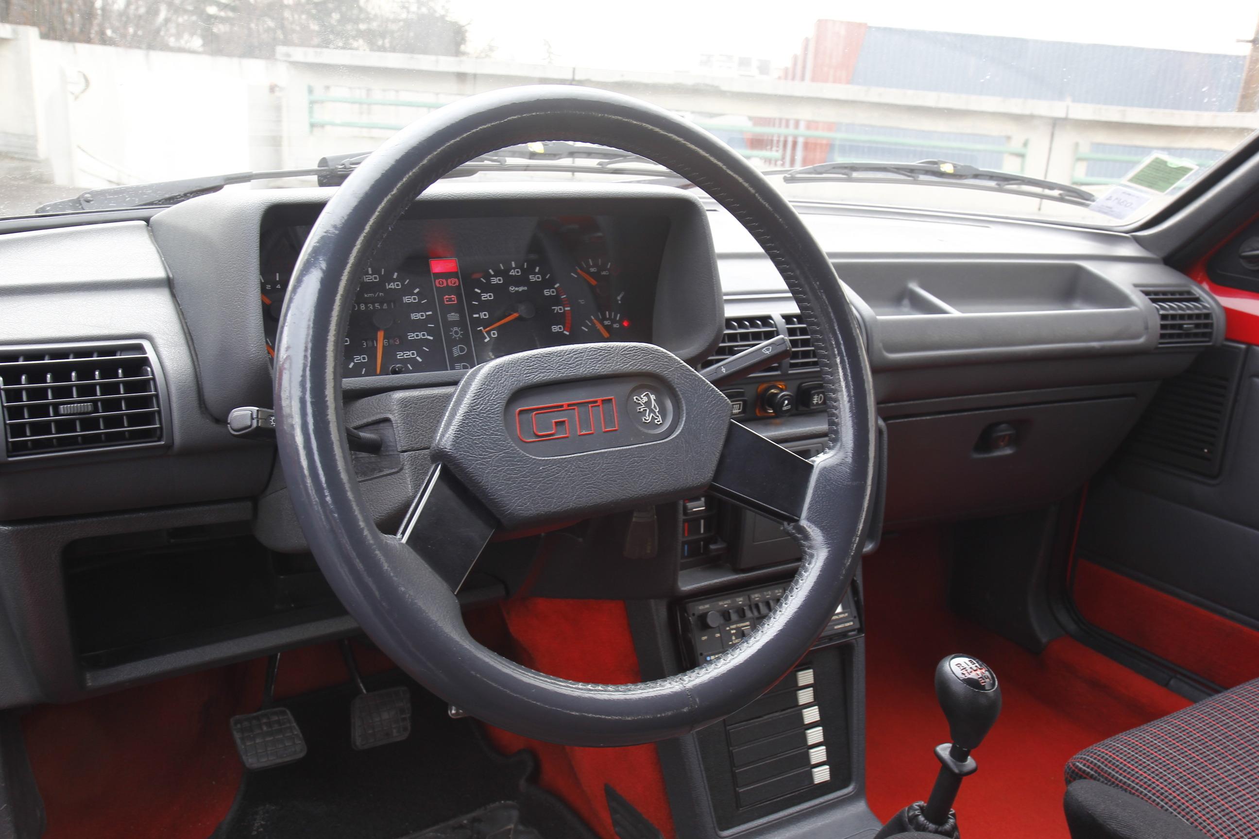 Peugeot 205 gti un mythe encore accessible conseils d for Interieur 205 gti