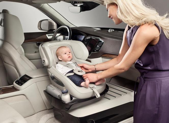 Volvo : un siège auto premium pour le XC90