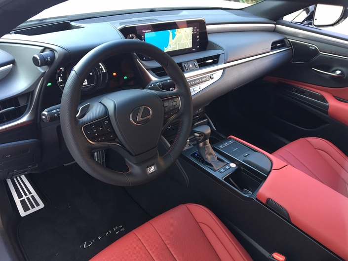 Lexus ES 2019 : les premières images de l'essai en direct + Premières impressions