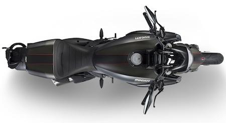 Ducati Diavel Carbon: la livrée 2016