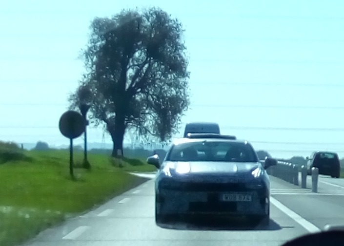 Surprise : la berline Lynk & Co 03 surprise sur nos routes !