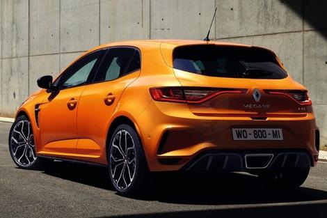 Renault a déjà annoncé le lancement d'une version Trophy de 300 ch, fin 2018.