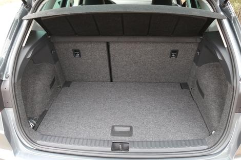 Avec 400 litres le volume de coffre est bien placé dans la catégorie.
