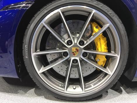 Chez Porsche, on sait faire des freins non seulement efficaces mais beaux.