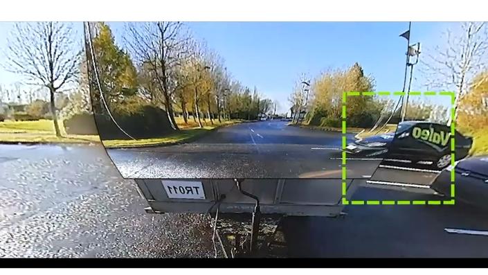 Sur l'écran installé à bord du véhicule, plus de remorque mais une image reconstituée de l'environnement comme si rien n'était accroché au véhicule. Bluffant!
