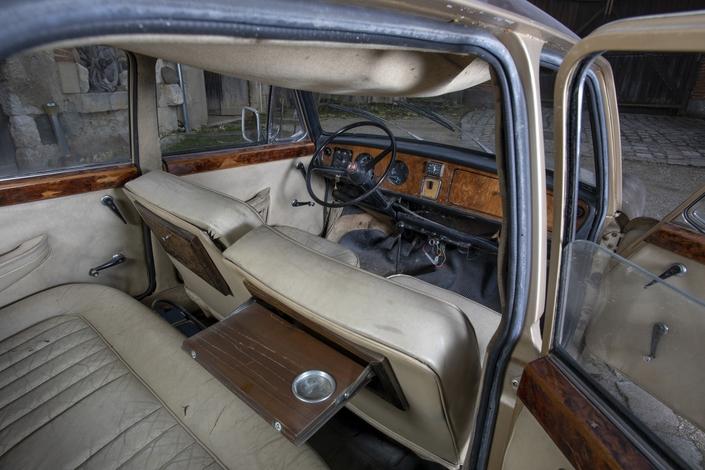 Une voiture de Charles Aznavour de 1966 bientôt vendue aux enchères
