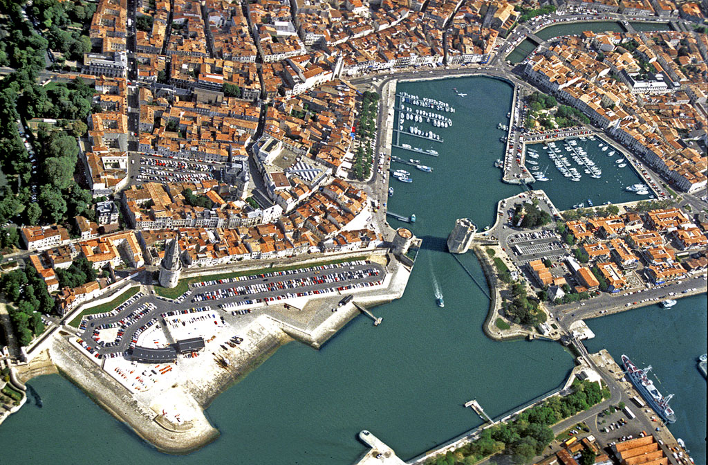 La rochelle le vieux port n 39 accueille plus les for Piscine de la rochelle