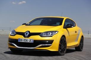 """La Sportive R.S. adopte également le """"masque"""", symbole de la nouvelle identité Renault."""