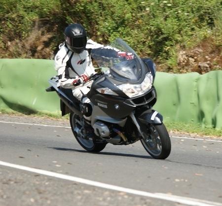 Essai Pirelli Angel ST: de la route à la piste.