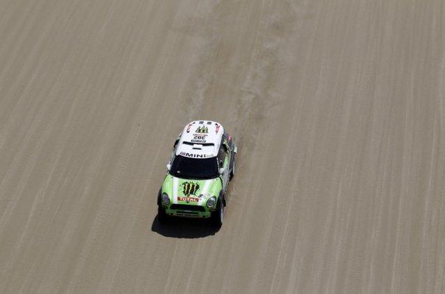 Dakar 2013 : Peterhansel prend la tête après l'ES2 (mis à jour, Carlos Sainz leader !)