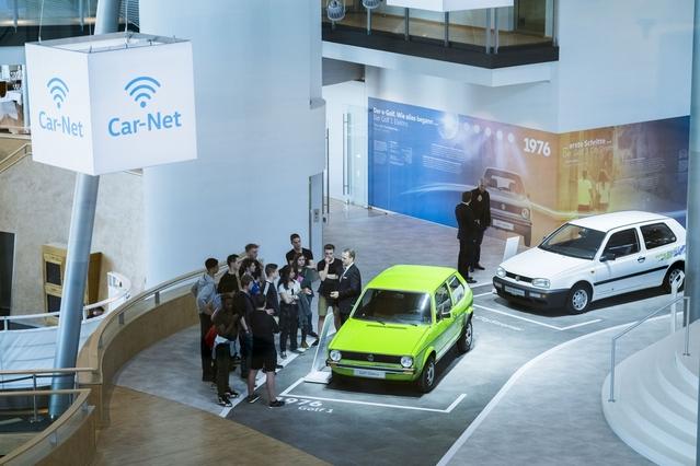 On peut notamment découvrir à Dresde d'anciens modèles ou projets de Volkswagen électriques. Votre VW électrique ou hybride neuve peut aussi vous être directement livrée dans les lieux.