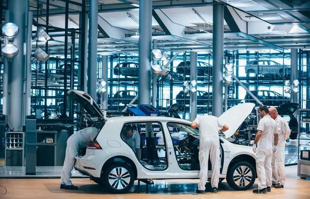 Six mois de travaux auront été nécessaires pour adapter l'outil industriel à la production de l'e-Golf. L'usine de Dresde emploiera bientôt 300 personnes.