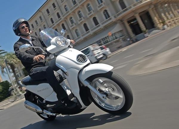 Nouveauté scooter 2012 : Aprilia Scarabeo 125 cm3 ie/200 cm3 ie