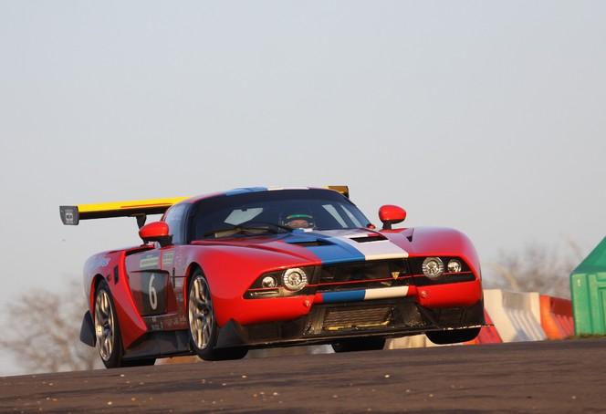 La première course de la VDS GT001-R