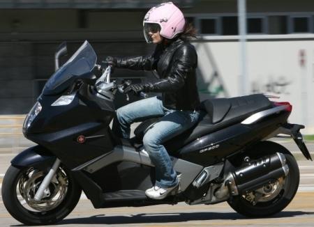 La femme, l'avenir du scooter?