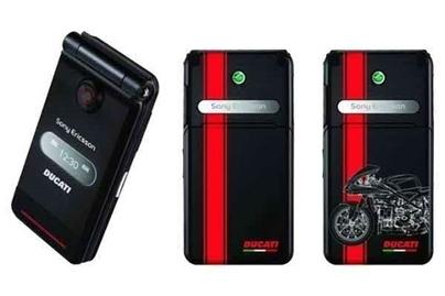 Téléphoner en Ducati, c'est maintenant possible avec Sony Ericsson.