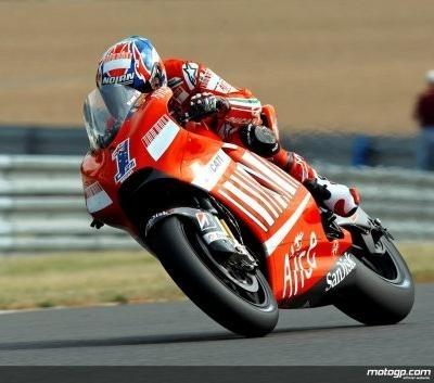 Moto GP - Catalogne D.2: Première pole de Stoner, Rossi neuvième