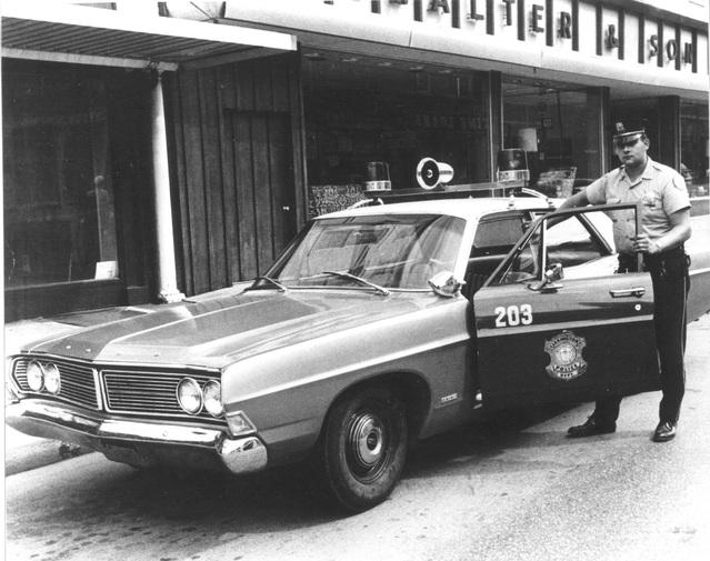 """En 1968, la Galaxie """"500"""", le modèle à moteur V8 de 6.4 litres."""