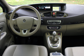 Comparatif Renault Scénic - Ford C-Max : destination famille
