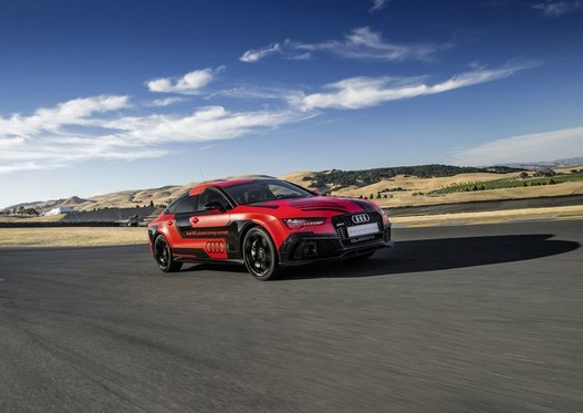Audi RS7 Piloted Driving: the faster machine than man