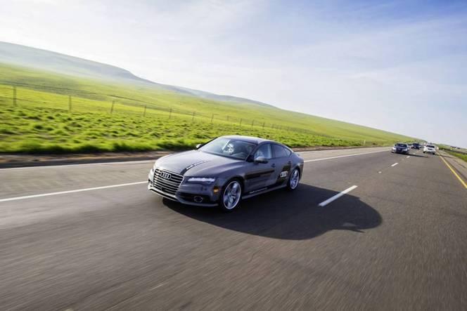 Audi RS7 Piloted Driving: la machine plus rapide que l'homme