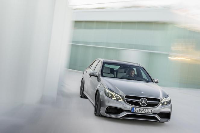 Mercedes E63 AMG restylée : jusqu'à 585 ch et une transmission intégrale ! (toutes les photos et vidéos)