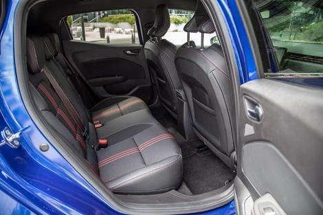 Plus accueillante, la Clio fait aussi beaucoup mieux que sa devancière, surtout en largeur.