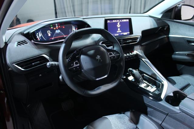 Le i-cockpit du Peugeot 3008, avec son petit volant, son instrumentation 100% numérique configurable, ses touches piano d'accès direct aux fonctions de la voiture, son ergonomie, est une création née sous l'égide de Saran Diakité Kaba.
