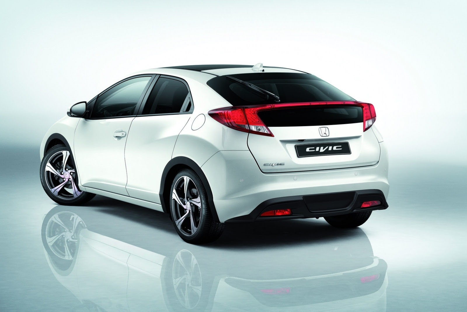 Honda propose un pack aero pour sa civic for Honda civic hatchback 2013