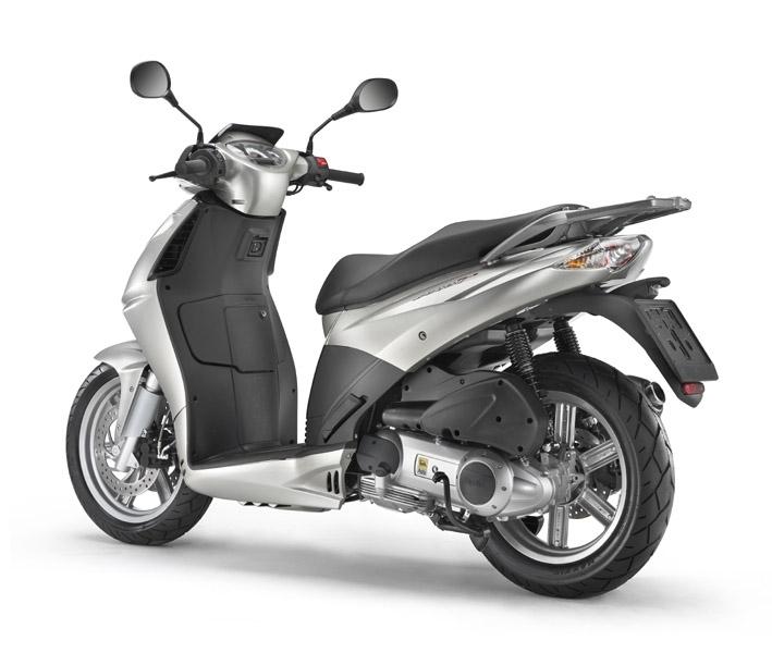 """Nouveauté Scooter : Aprilia renouvelle le Sportcity. Voici le """"Cube""""!"""